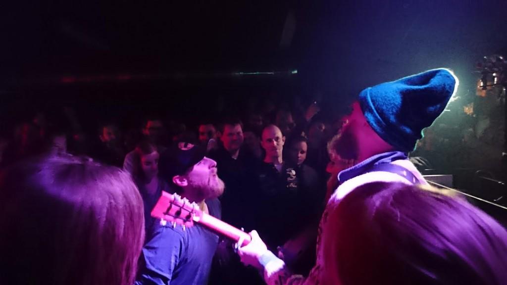Anden halvdel af koncerten blev indledt på gulvet - her Jonas Dahl og Telestjernen